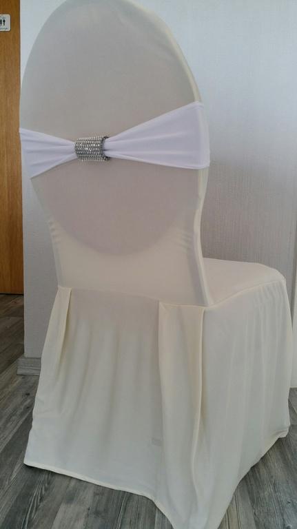 stuhlhussen mieten by boss wedding store stuhlhussen mieten modell d creme. Black Bedroom Furniture Sets. Home Design Ideas